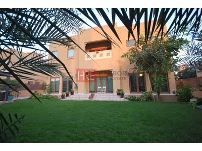 فیلا  للبيع في الفرجان، دبي - Luxurious Upgraded Villa With Big Landscaped Garden
