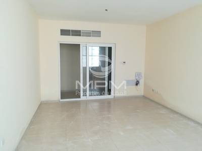 2 Bedroom Apartment for Rent in Al Khan, Sharjah - 1 MONTH FREE 2br|Main Rd |Family bldg|Al Khan- Shj