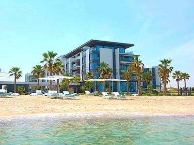 4 Bedroom Villa for Sale in Pearl Jumeirah, Dubai - Luxury beachfront townhouse in exotic resort
