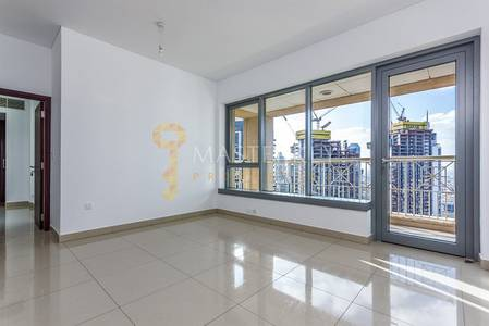 Nice Top Floor Apt with AC Free and Burj View