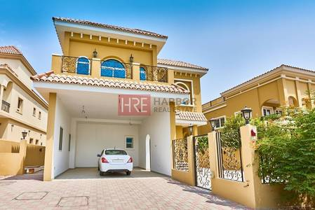 فیلا  للبيع في ذا فيلا، دبي - High-Quality Custom-Made 5BR Villa with Park Front and Back