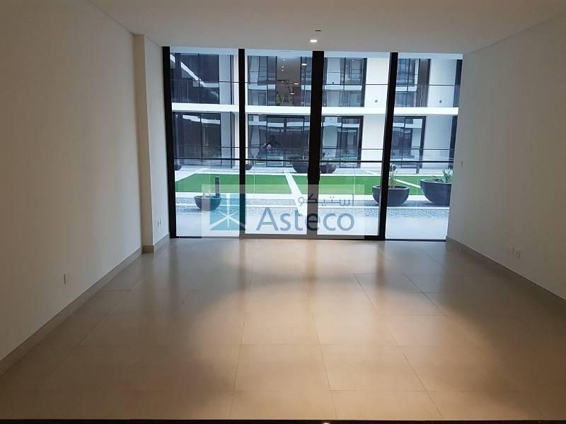 Brand new building behind BurJuman. Spacious rooms with