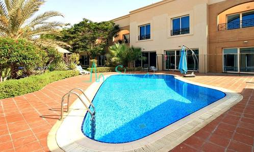 4 Bedroom Villa for Rent in Jumeirah, Dubai - GORGEOUS 4BR+MAIDS VILLA IN A COMPOUND WITH GARDEN