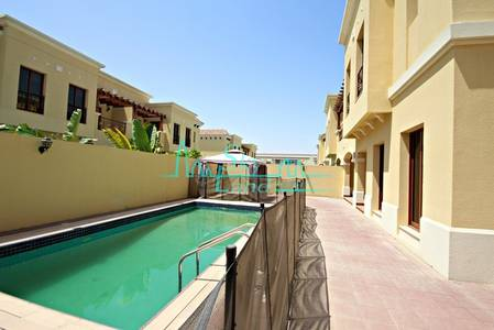 5 Bedroom Villa for Rent in Umm Suqeim, Dubai - STUNNING 5BR+MAIDS  SEMI DETACHED VILLA WITH  A PRIVATE POOL IN UMM SUQEIM 1