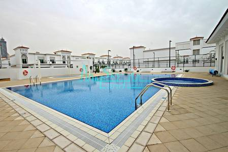 3 Bedroom Villa for Rent in Jumeirah, Dubai - ONE MONTH FREE!LARGDE 3BED+STUDY+M W/SHARED POOL