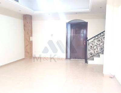 Pleasant 5 Bedroom Villa Plus MaidR in Jumeirah 1