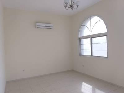 6 Bedroom Villa for Rent in Al Qadisiya, Sharjah - Spacious 6 BHK D/S Villa with 4 master bedroom, 2 majis, big living dining, maidroom, Split A/C