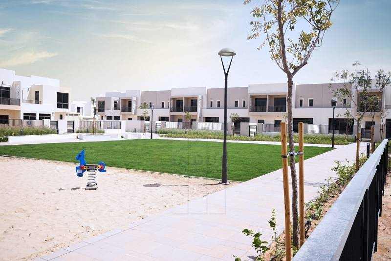 17 Brand New Single Row Type 6 3BR+M Townhouse at Hayat