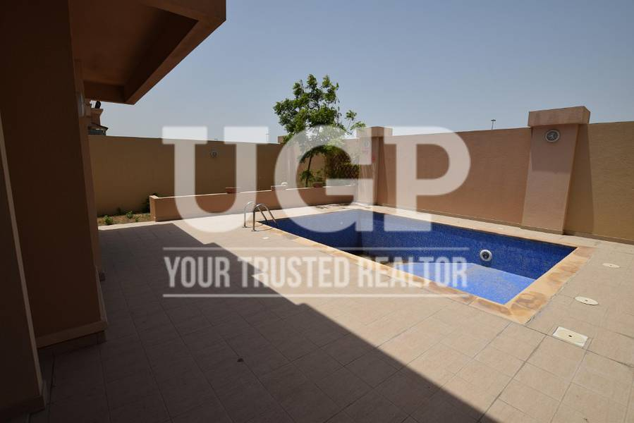 Hot Price! Villa with Pool and Extra Rm.