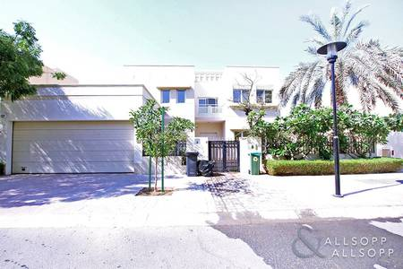5 Bedroom Villa for Rent in The Meadows, Dubai - Private Pool | Type 11 | Opposite Park