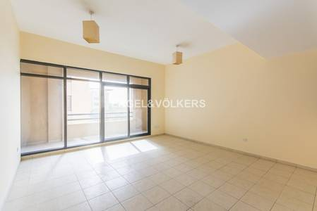 2 Bedroom Apartment for Rent in The Greens, Dubai - Upgraded | 2 BR and study | Large balcony