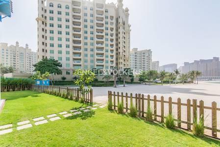 فیلا 5 غرفة نوم للبيع في نخلة جميرا، دبي - On the Beach | Type 1B Villa | Tenanted