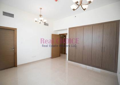 2 Bedroom Flat for Rent in Dubai Residence Complex, Dubai - Well Maintained Huge 2BR Apartment|6 Chqs