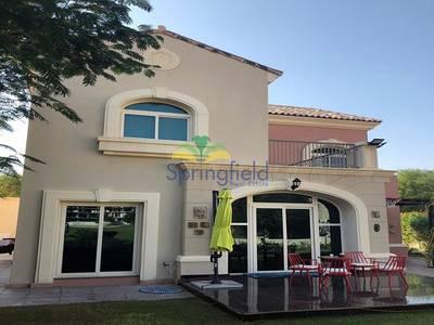 Spacious 5 bedrooms villa in single row