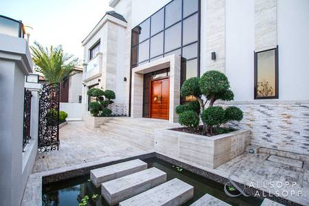 6 Bedroom Villa for Rent in Jumeirah Islands, Dubai - Infinity Pool | Lake Views | 5 Bedrooms
