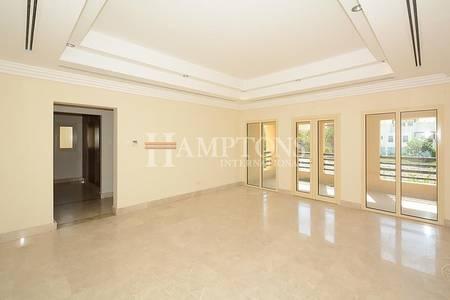 6 Bedroom Villa for Sale in The Lakes, Dubai - Beautiful Lake View   Large 6BR + M Villa