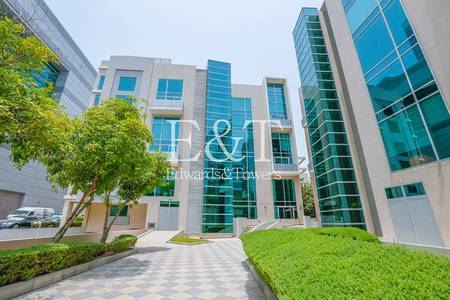 Office for Rent in Dubai Media City, Dubai - Fitted Office - Multiple Units Available