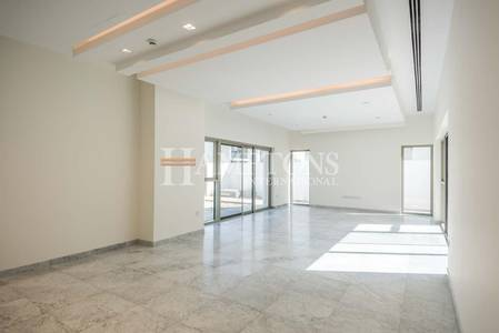 4 Bedroom Penthouse for Sale in Business Bay, Dubai - Luxury Living | 4BR + Maids Penthouse