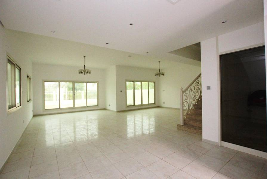 1 independent unused 4br+maid circle villas