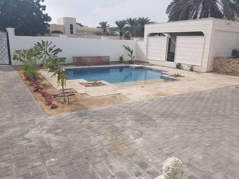2 ***** Spacious Beautiful 4Bhk Single Storey Villa with Pool available for rent in Al Khezamia Area *****