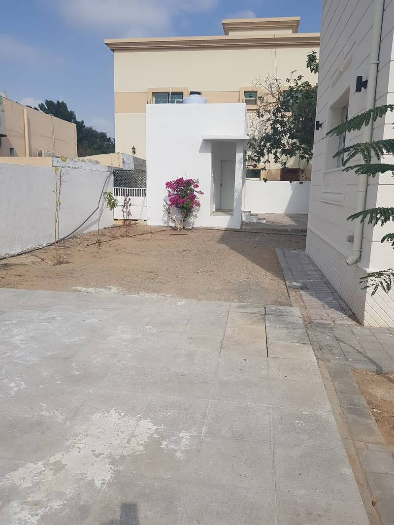 24 ***** Spacious Beautiful 4Bhk Single Storey Villa with Pool available for rent in Al Khezamia Area *****