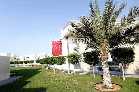 3 Bedroom Villa for Rent in Al Maqtaa, Abu Dhabi - Stylish Modern Three Bed  Compound Villa