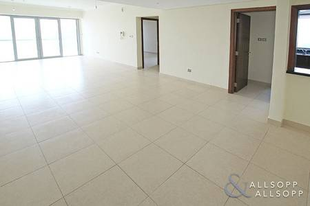 1 Bedroom Apartment for Sale in Downtown Dubai, Dubai - Vacant | High Floor | Large Balcony | 1 Bed