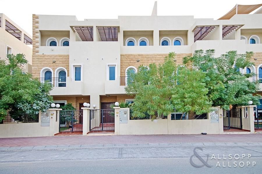 Vacant | Immaculate Four Bed Townhouse