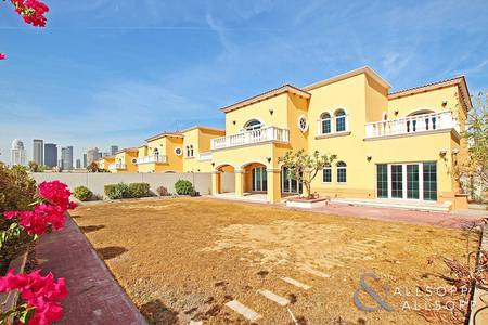 5 Bedroom Villa for Sale in Jumeirah Park, Dubai - Backing Park | Single Row | District Two