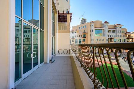 Office for Rent in Bur Dubai, Dubai - Vacant fitted office w balcony  Bldg 47