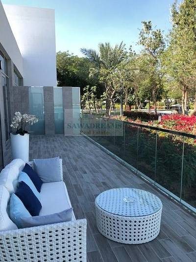 2 Bedroom Apartment for Sale in Mohammad Bin Rashid City, Dubai - Ideal 2BR+Maid in the centre. Crystal private beach. Limited Special offer.