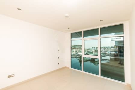 2 Cheques - Direct marina and sea view!