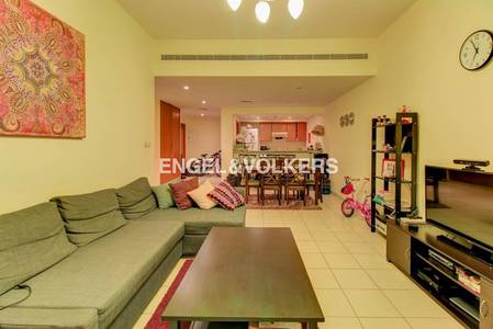 2 Bedroom Flat for Rent in The Greens, Dubai - Full pool view | Spacious | Great layout