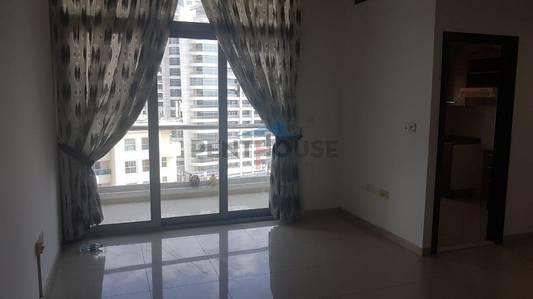 1 Bedroom Flat for Rent in Dubai Marina, Dubai - Bright and Spacious 1 bed in DEC tower Dubai Marina