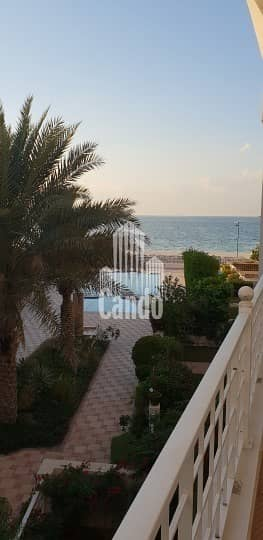 4 Bedroom Villa for Rent in Jumeirah, Dubai - Luxury Living Next to the Beach Next to Lamer
