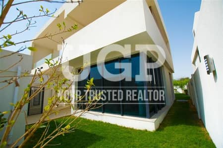 5 Bedroom Villa for Sale in Yas Island, Abu Dhabi - Vacant 5BR Villa w/ Maids Rm. and Garden
