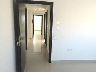 Vaccant / Ready to Move in - 5 BR Villa!