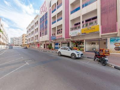 محل تجاري  للايجار في الكرامة، دبي - Spacious 300 Sq.Ft. Shop | Al Karama