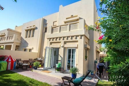 3 Bedroom Villa for Rent in The Lakes, Dubai - 3 Bed | New Flooring | Modified Kitchen