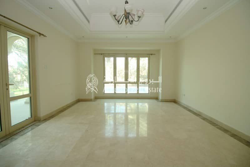 2 Immaculate Villa at Entertainment Foyer