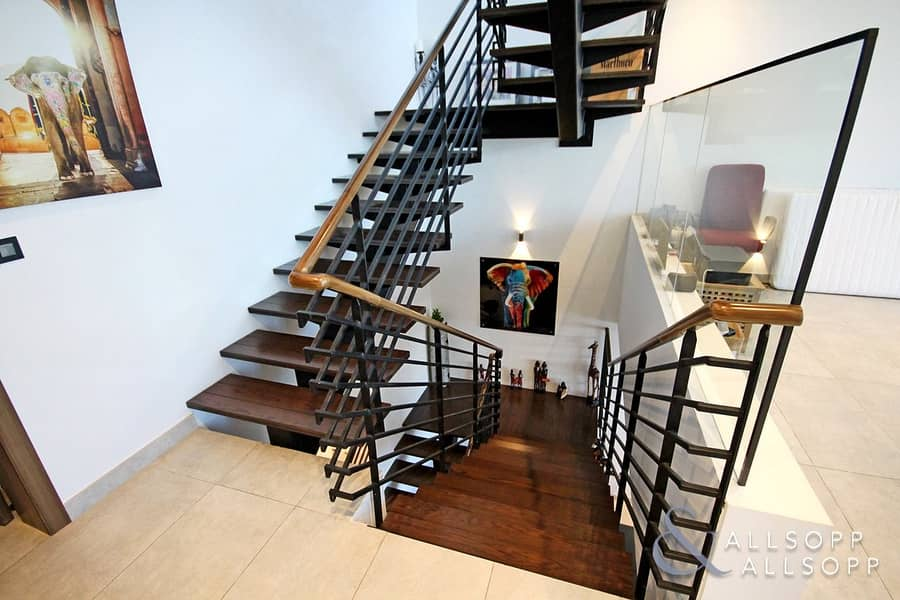 2 Best Quality In JVC   Stunning Townhouse
