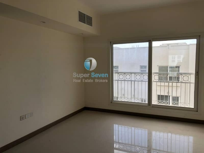 Spacious 4 Bedroom With Maids' Room In Barashi