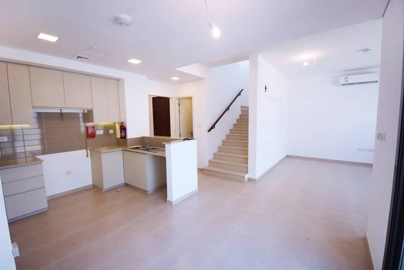 2 Brand New Single Row Type 6 3BR+M Townhouse at Hayat