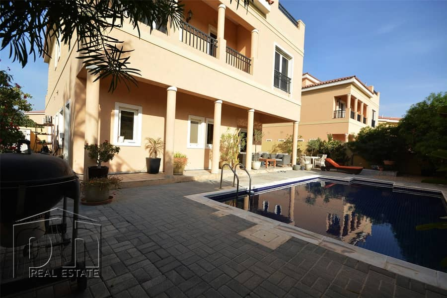 2 Fantastic Condition   5 Bed With Pool