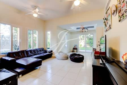 3 Bedroom Villa for Rent in The Lakes, Dubai - Your Enchanting New Home - Large Corner