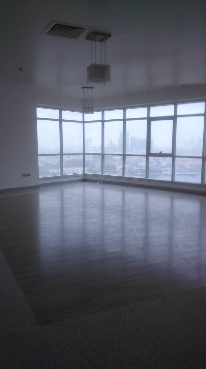 Spacious four bedroom for rent in Deira Cormiche