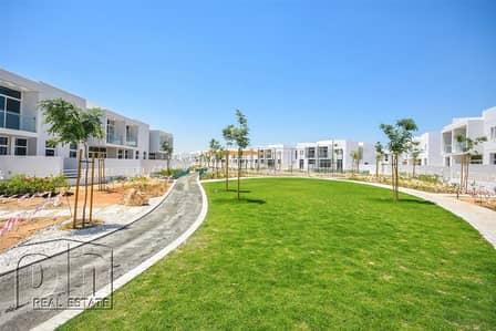 فیلا  للبيع في مدن، دبي - Backing Green Belt|Hand Over Letter Ready