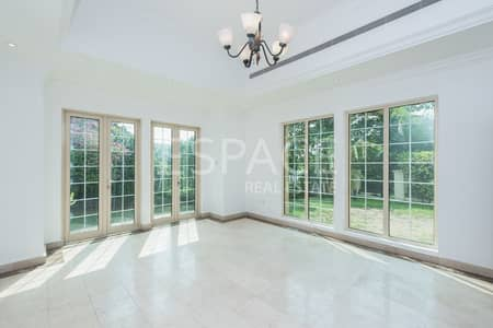 4 Bedroom Villa for Rent in Jumeirah Islands, Dubai - Upgraded Kitchen | Close to Pavilion