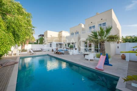 4 Bedroom Villa for Sale in The Meadows, Dubai - Fantastic Villa with Amazing Skyline View