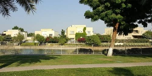 4 Bedroom Villa for Rent in The Lakes, Dubai - 1. month. free. no. commission. Premium Upgraded Fully Furnished Serviced 4 Bedrooms Villa with all bills; cleaning and care incl.
